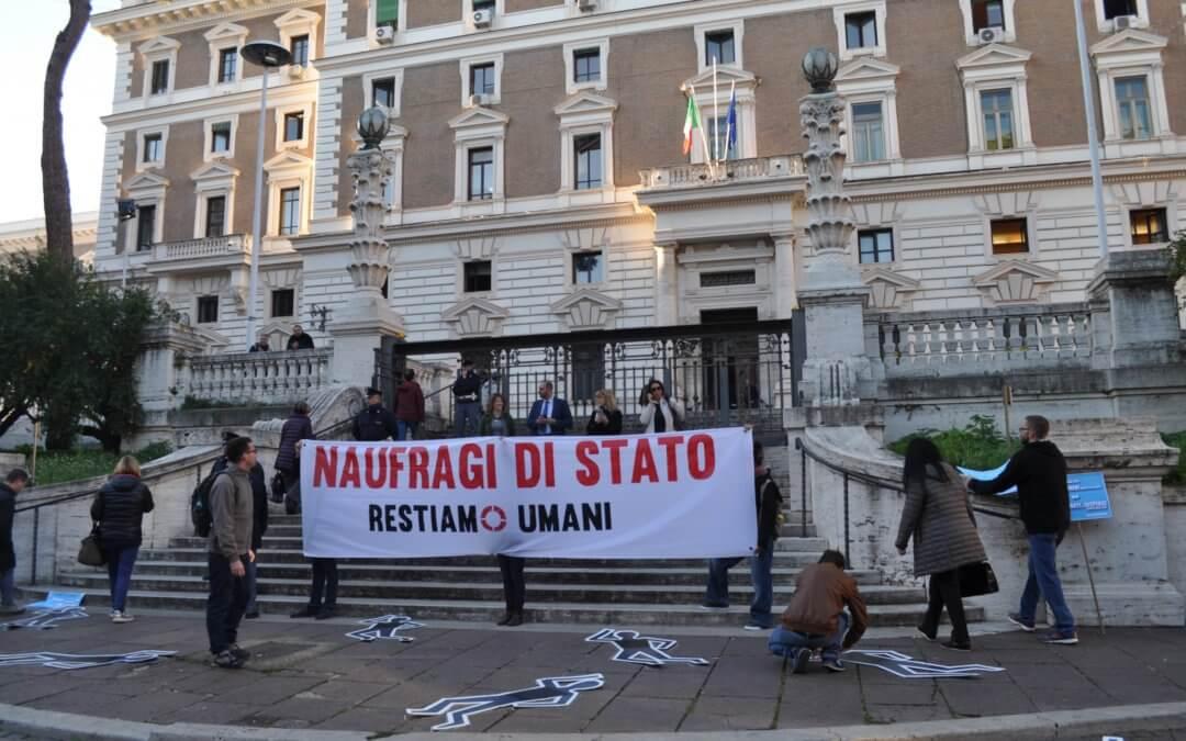 Protesta pacifica della Rete Restiamo Umani davanti al Ministero dell'Interno